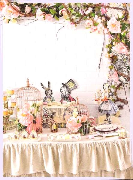 Alice In Wonderland Birthday Party Ideas - quotA very merry un-birthday! To me? To you!quot - Photos